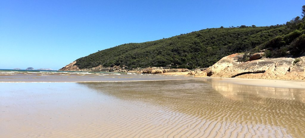 Best Beaches in Australia: A collaboration of travel bloggers' all-time favourite beaches in Aus - Castaway with Crystal