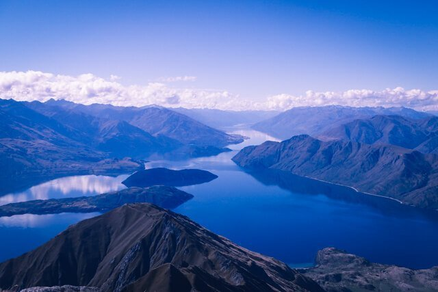 Roy's Peak hike - Free things to do in New Zealand - Spectacular FREE things to do in Wanaka, New Zealand! | Want to do something different? Need to save money? Hiking in Wanaka is incredible, and there are some pristine watering holes, places to climb and even a famous tree to check out!