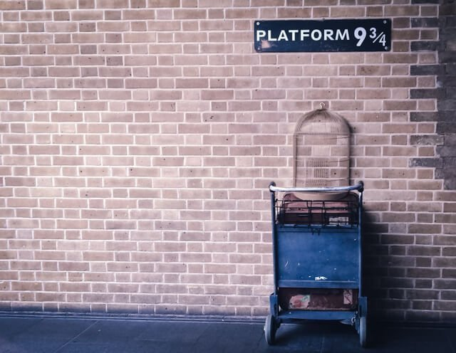 Harry Potter Platform 9 3/4 at Kings Cross Station - Free Things to do in London UK