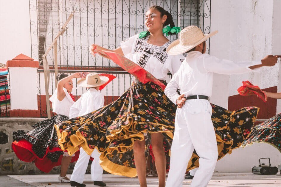 Mexican dancers for Reasons to love Mexico