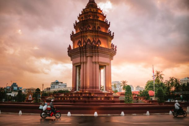 Phnom Penh streets for Backpacking Cambodia Itinerary